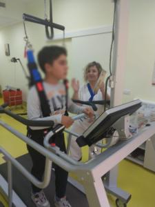 Paziente durante il training con Gait Trainer 3