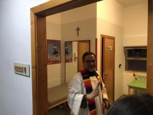 Il Presidente fr. Francesco Colacelli benedice gli ambienti di terapia